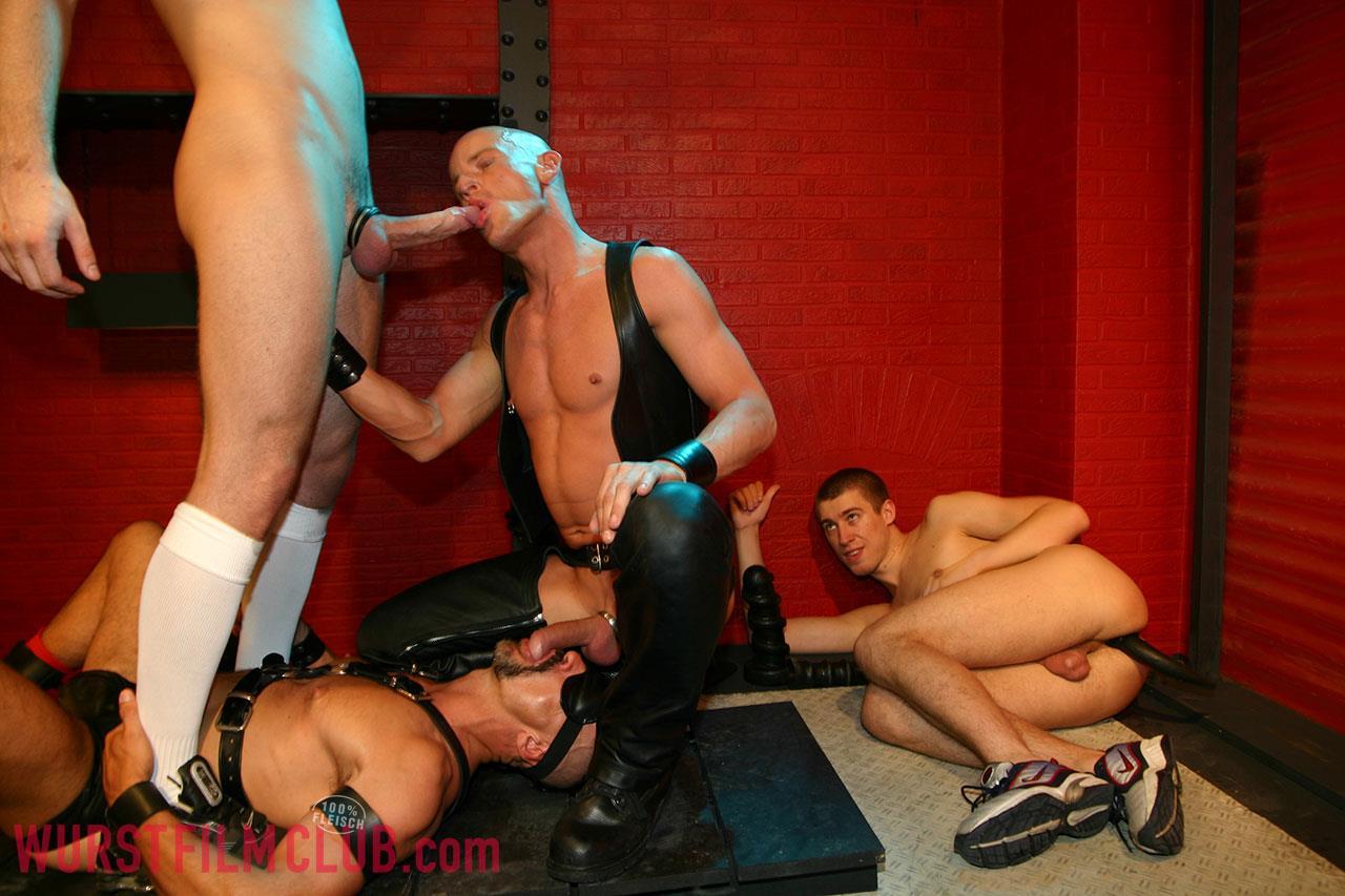 Wurst-Film-Club-Rod-Painter-and-Peto-Coast-and-Thomaas-and-Slotmachine-Big-Uncut-Cocks-At-German-Sex-Club-Amateur-Gay-Porn-06 Taking Big Bareback Uncut Cocks At A German Sex Club