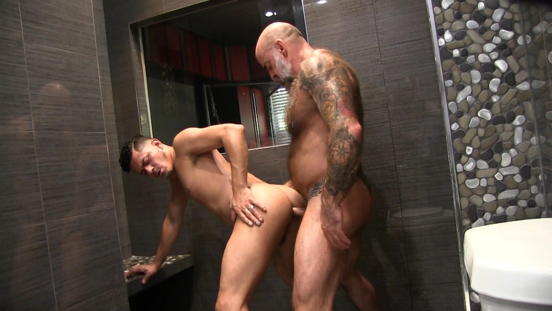 Victor-Cody-XXX-Nate-Pierce-and-Cesar-Xes-Bareback-Bathhouse-Sex-11 Getting Fucked By A Hairy Daddy In The Bathhouse Shower
